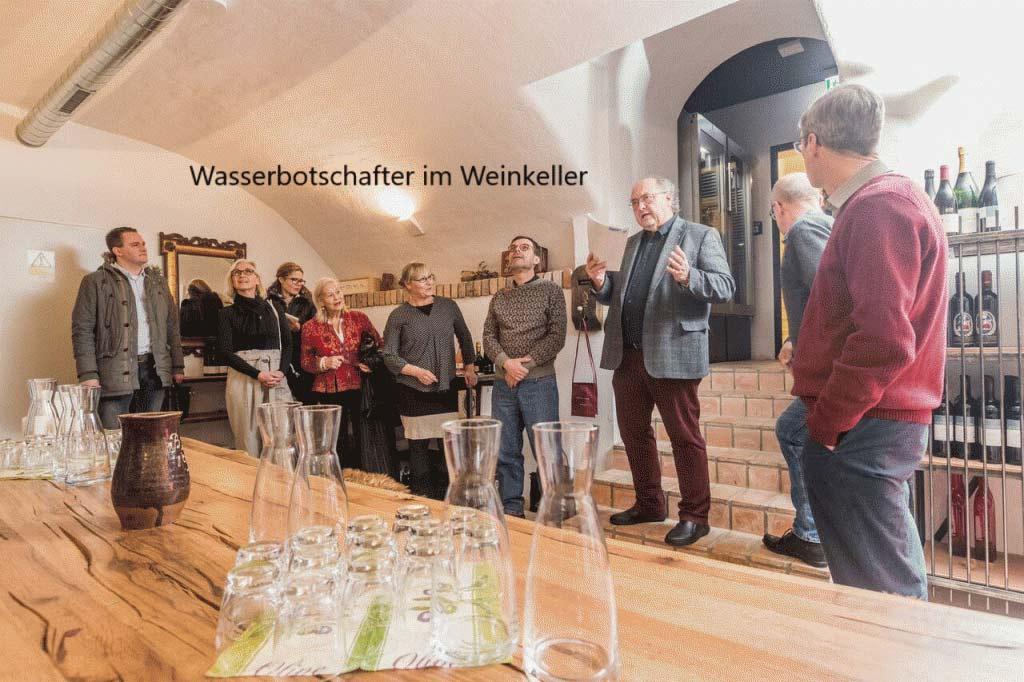 Wasserbotschafter im Weinkeller von Höll am Main